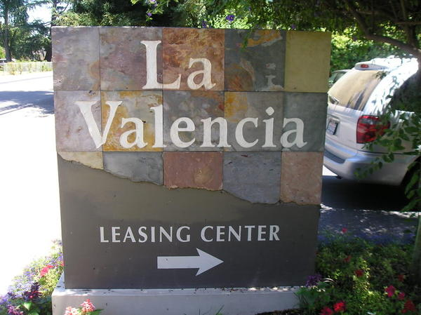 La valencia monument sign