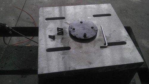 Bottom  mounting  face of raise block