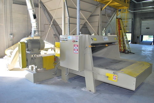 Pinch conveyor shedder