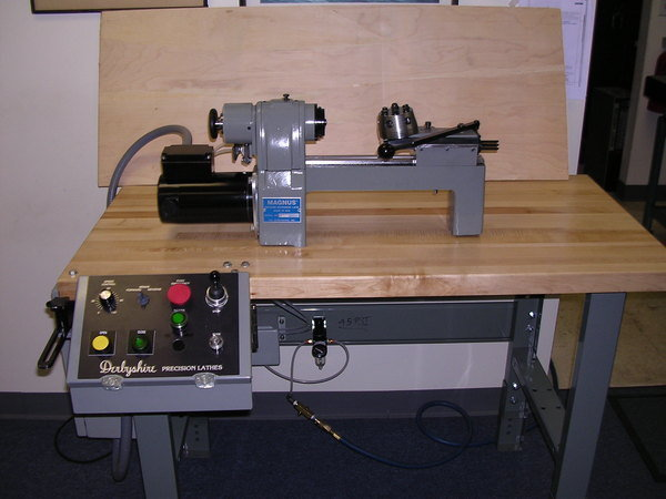 Magnus bench unit with bench operator station