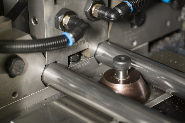 Unique six point clamping sysem of the dch 76 sapphire automatic cutting machine