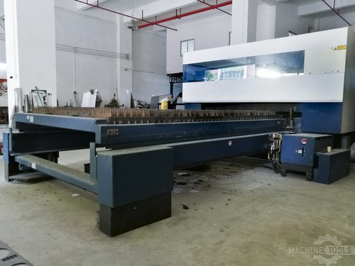 Table right view of trumpf trulaser l3030 machine
