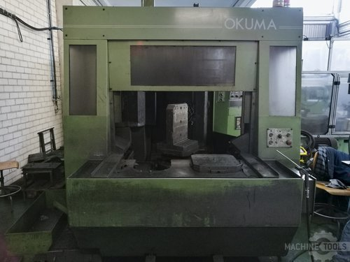 Front view of okuma mc 40h machine