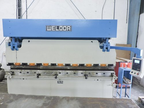 Front view of weldor hydraulic press brake machine