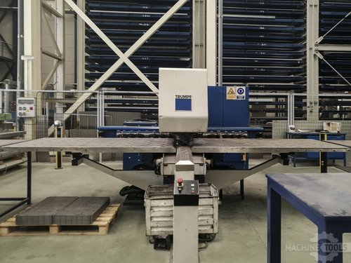 Front view of trumpf trumatic 200 machine