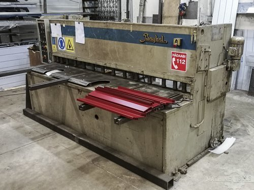 Right view of baykal hgl 2600x6 machine