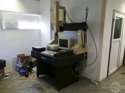 Right view of mitutoyo b 231 machine